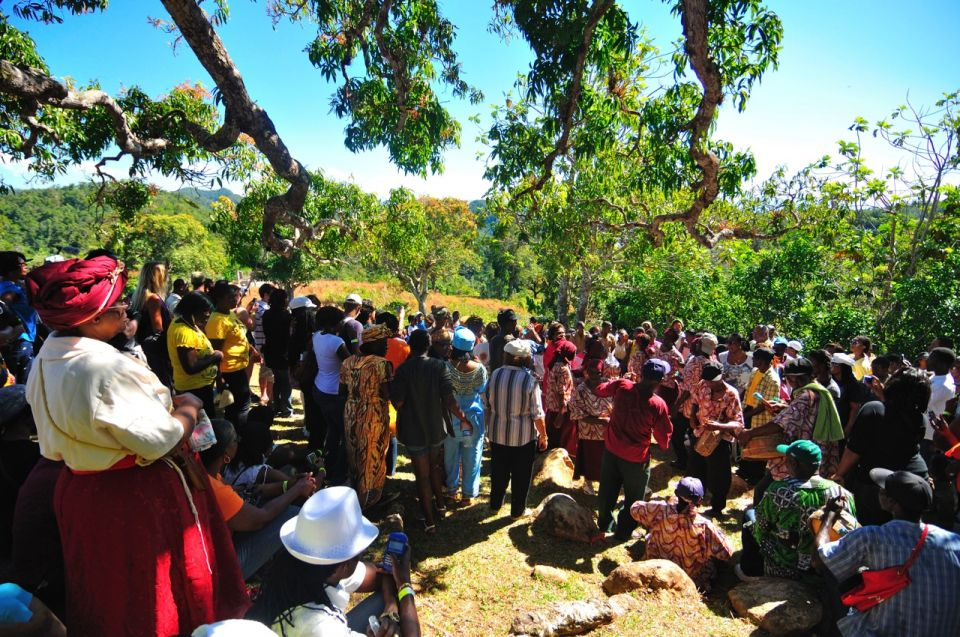 maroon town women The jamaican maroons maroon town in the parish of st james jamaicajpg  origins of the jamaican maroons the jamaican maroons are often described as enslaved africans and persons of.