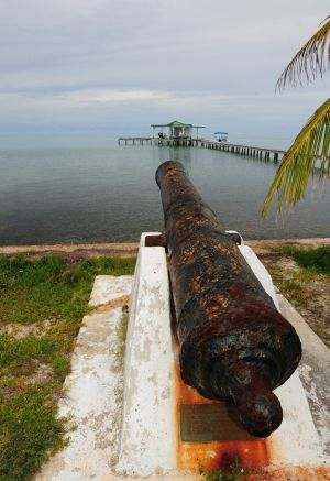 The plaque under the cannon reads: This cannon is the property of Mrs. H. W. Pearce and is a relic of the Battle of St George's Caye, Sept. 10th, 1798. It has been mounted in remembrance of the glory of Saint George's Caye by those of us who love this island. July 1972